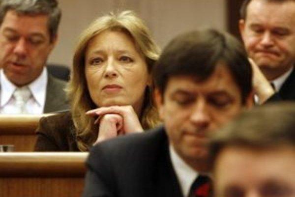 Poslankyňa NR SR Iveta Radičová (v strede) počas 7. schôdze Národnej rady SR (NR SR). Bratislava, 6. február 2007.