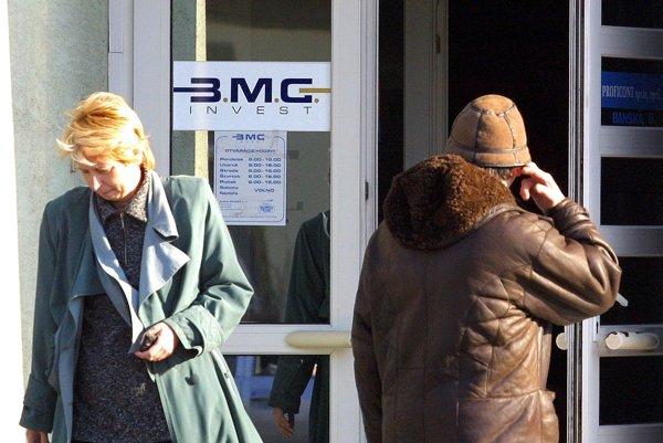 Pobočky BMG Invest ostali začiatkom roka 2002 zatvorené.