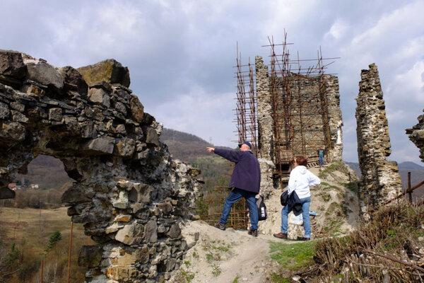 Hrad Revište obnovujú už niekoľko rokov.