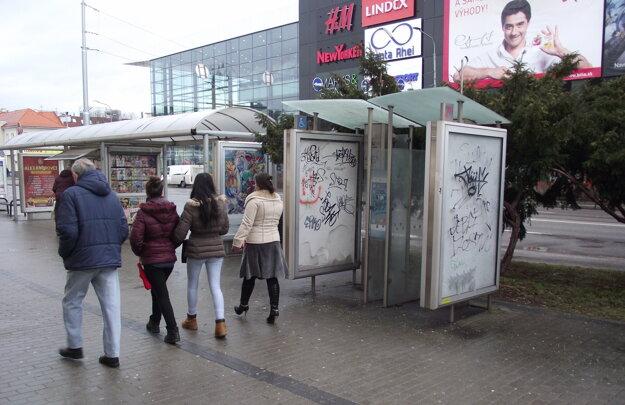 Telefónne búdky sa v posledných rokoch využívali len ako nosiče reklamy.