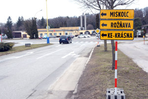 Obchádzka cez Cintorínsku. Po odbočení doprava z Južnej triedy sa autá dostanú z Cintorínskej odbočením doľava na Rastislavovu (pri verejnom cintoríne) a budú pokračovať k Alejovej ulici.