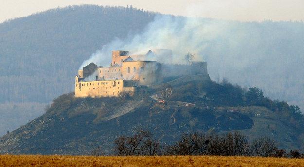 Hrad po požiari vroku 2012.