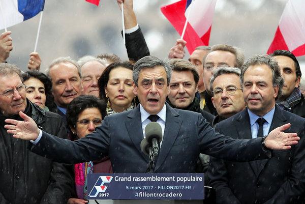 Francois Fillon na parížskej demonštrácii.