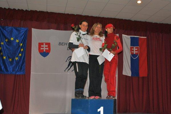 Ženy od 50 rokov. Zľava: Danica Božová (druhá), Ildiko Varga (prvá), Alžbeta Tiszová (tretia).