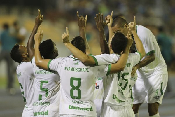 Brazílsky futbalový klub AF Chapecoense zažil víťazný návrat na medzinárodnú scénu po novembrovej leteckej tragédii, pri ktorej zomreli takmer všetci hráči tohto tímu.