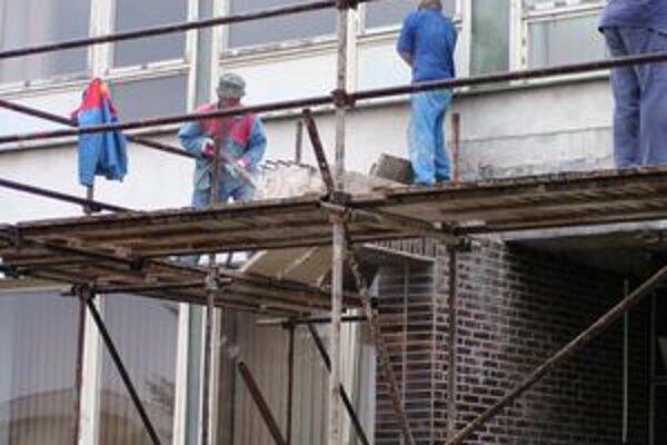 Na dolnovestenickej základnej škole už vymenili gro okien.