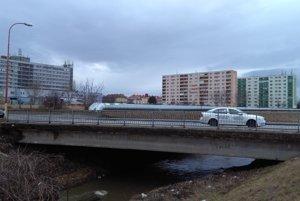Most cez Trnávku by potreboval opraviť.