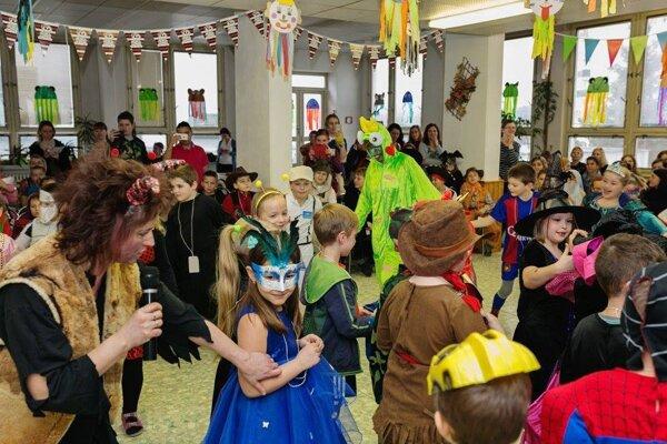 Karneval je na tejto škole už tradíciou.