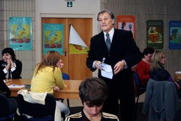 Ombudsman Pavel Kandráč na stretnutí s deťmi a členmi Mladého parlamentu v Bojniciach.