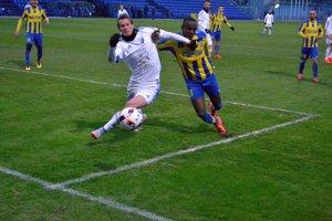 Sprievodca futbalom je vložený v Novinách Spiša.