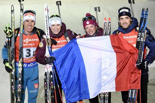 Francúzski biatlonisti zľava Fillon Maillet, Anais Bescondová, Dorin-Habertová a Simon DesthieuxFrancúzski biatlonisti zľava Fillon Maillet, Anais Bescondová, Dorin-Habertová a Simon Desthieux.