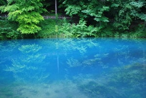 Modrá farba vody dala meno vyvieračke aj celému mestu