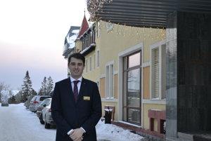 Ondrej Pelán. Jeden z najmladších riaditeľov tatranského hotela.
