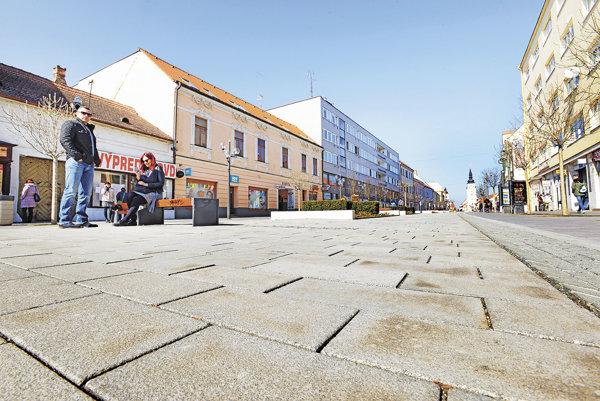 Pešia zóna (Hlavná ulica) v Trnave.