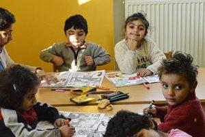 Rómske deti v Detskom klube Samuel vo Važci.