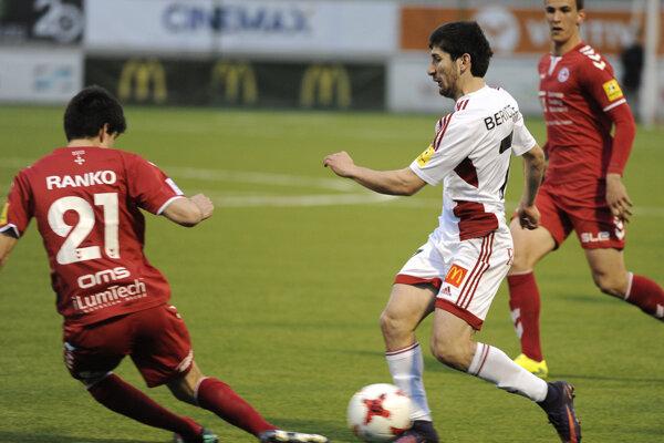 Giorgi Beridze (v strede) prihral na jediný trenčiansky gól Rangelovi Jangovi.