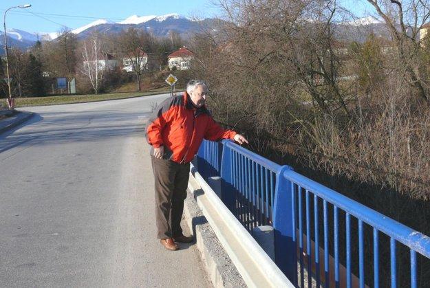 Na osudnom mieste. Bohuš Matis bol na starom moste medzi prvými.