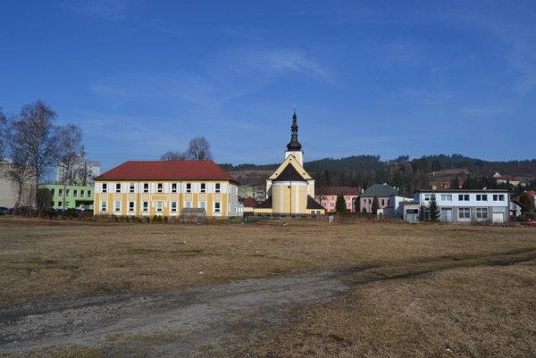 Centrum pre seniorov by malo vyrásť v blízkosti kostola a zdravotníckeho strediska.