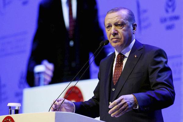 Turecký prezident Recep Tayyip Erdogan na jednej z predreferendových kampaní.