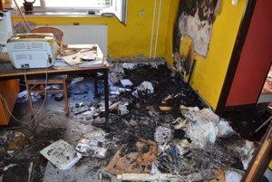 Z advokátskej kancelárie v centre Prievidze zmizli obrazy v hodnote takmer 30-tisíc eur. Zlodej či zlodeji kanceláriu nakoniec podpálili.