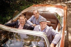 La Gioia (zľava Matej Vaník, Peter Ševčík a Peter Ďurovec)  fanúšikov prekvapí koncertom rockových balád.