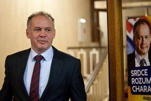 Andrej Kiska prišiel do svojej volebnej centrály v jednom z bratislavských hotelov desať minút po uzatvorení volebných miestností.