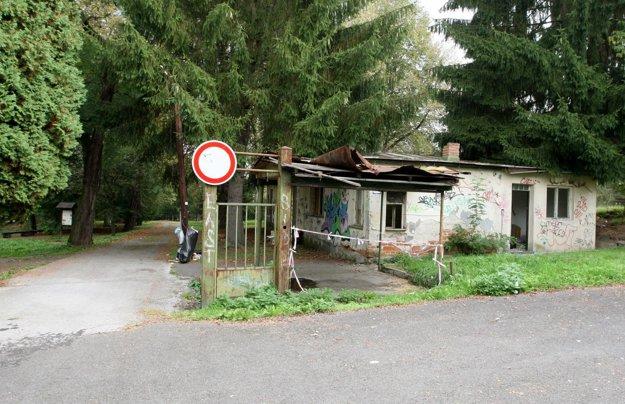 O areál niekdajšieho sanatória sa starajú aktivisti adobrovoľníci.
