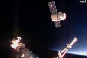 Kozmická nákladná loď Dragon súkromnej spoločnosti SpaceX.