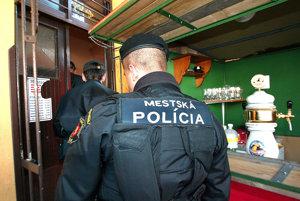 Mestskí policajti robia neraz aj razie vbaroch či disko kluboch.
