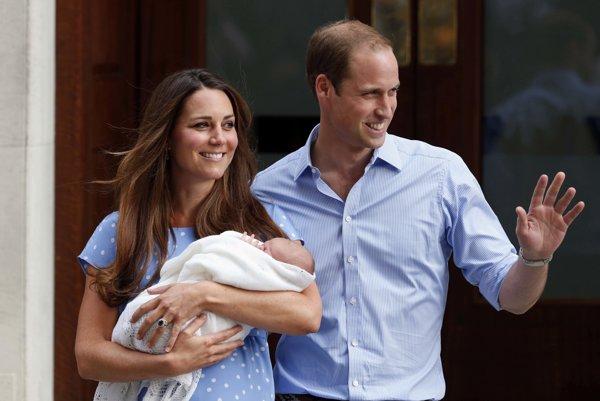 Kate Middleton a princ William so synom Georgom niekoľko dní po narodení
