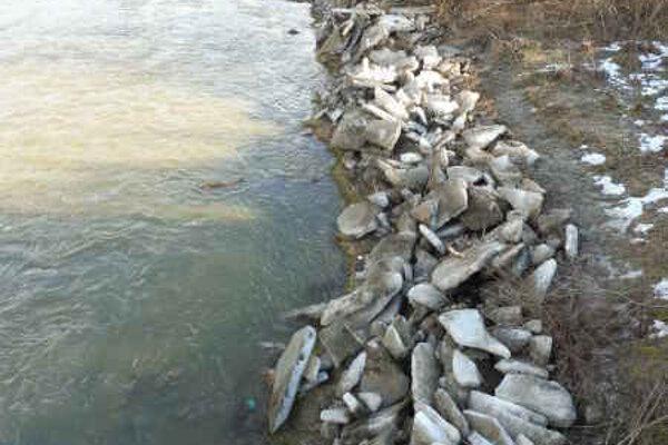 Rieka Poprad. Pri Plavči po odchode ľadochodu.