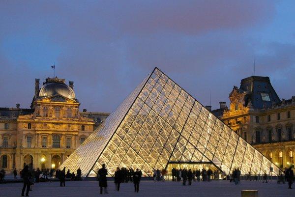 Múzeum Louvre v Paríži.