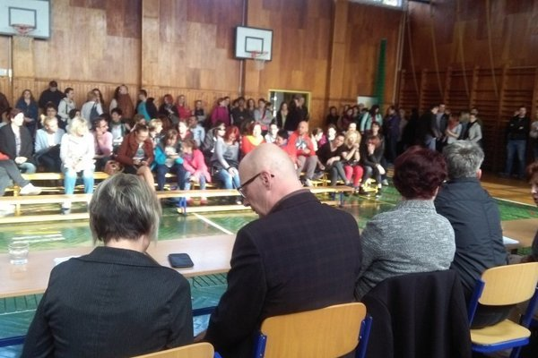 Rodičia žiadajú pomerné rozmiestnenie žiakov z Hollého ulice.