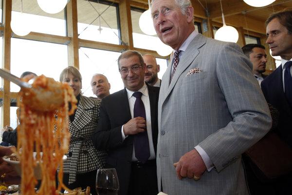 Princa Charlesa ponúkajú špagetami amatriciana.