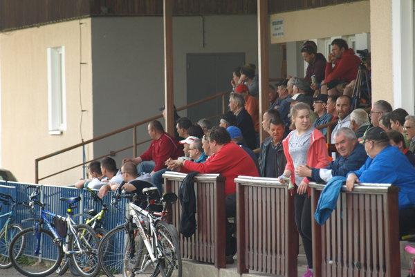 Do Bobrovca prišla na futbal približne stovka divákov