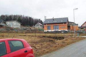 Postaviť si rodinný dom vNámestove je nákladné aspája sa stým viacero problémov.
