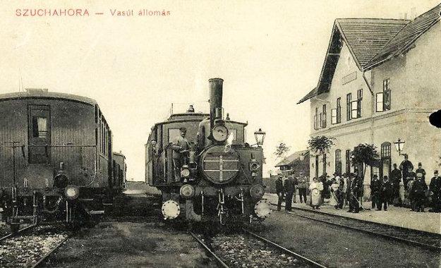 Dobové fotografie svedčia o tom, že stanicu využívalo mnoho cestujúcich.