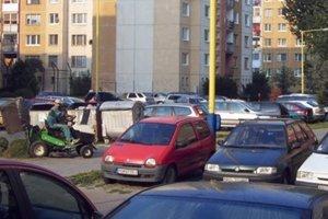 Parkovanie na Sekčove. Je každodenným problémom.