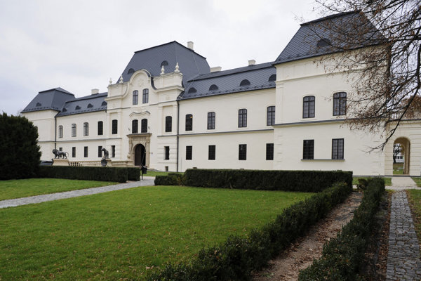 Kaštieľ je sídlom Vihorlatského múzea v Humennom.