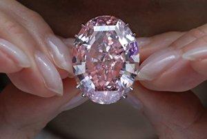 Vydražený jasnoružový diamant Ružová hviezda.