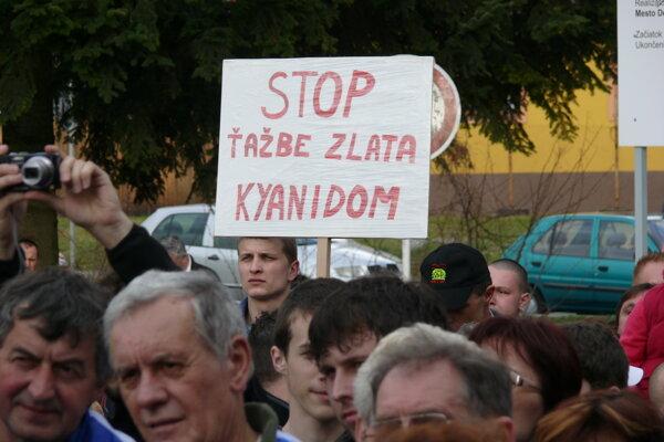 Jeden z protestov proti ťažbe zlata.