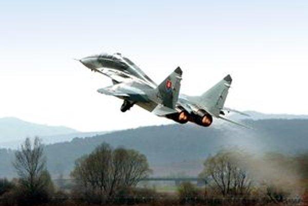 Podobný výbuch zaznamenali v marci v Trnavskom kraji. Vtedy šlo o MIG 29 (na snímke).