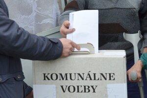 V niektorých obciach budú v sobotu voliť.