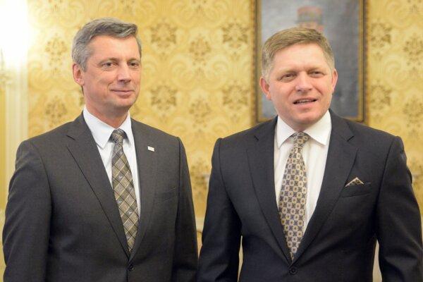 Predseda vlády SR Robert Fico (vpravo) na stretnutí s dekanom Medzinárodnej protikorupčnej akadémie (IACA) Martinon Kreutnerom (vľavo).