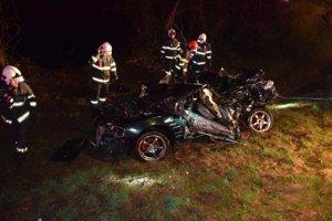 Auto mladého muža bolo úplne zničené.