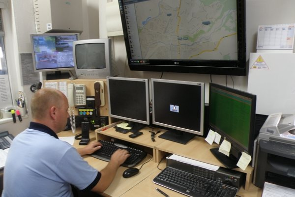Tiesňová linka na Mestskej polícii v Prievidzi funguje nonstop.