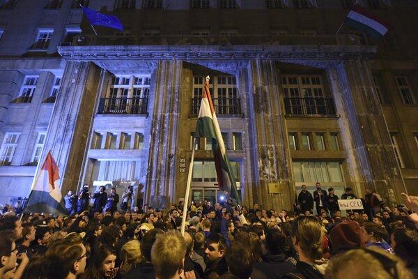 Proti novele zákona protestoval tisíce Maďarov.