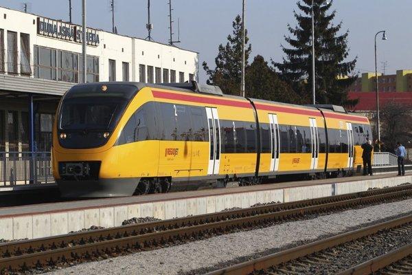 Regioget chce voziť ľudí zo Štúrova až do Prahy.