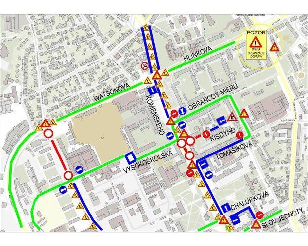 Schéma organizácie dopravy. Vysvetlivky k mape: Zelená čiara – doprava obojsmerne bez obmedzenia, modrá čiara – doprava s obmedzením – jednosmerne, oranžová čiara – doprava s obmedzením – slepá ulica, zmena organizácie dopravy, červená čiara – komunikácia uzavretá , fialová prerušovaná čiara – prejazd iba pre dopravnú obsluhu.