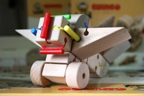 Na dizajnérsku scénu vstúpil Uhrín detskou stavebnicou Gringo.